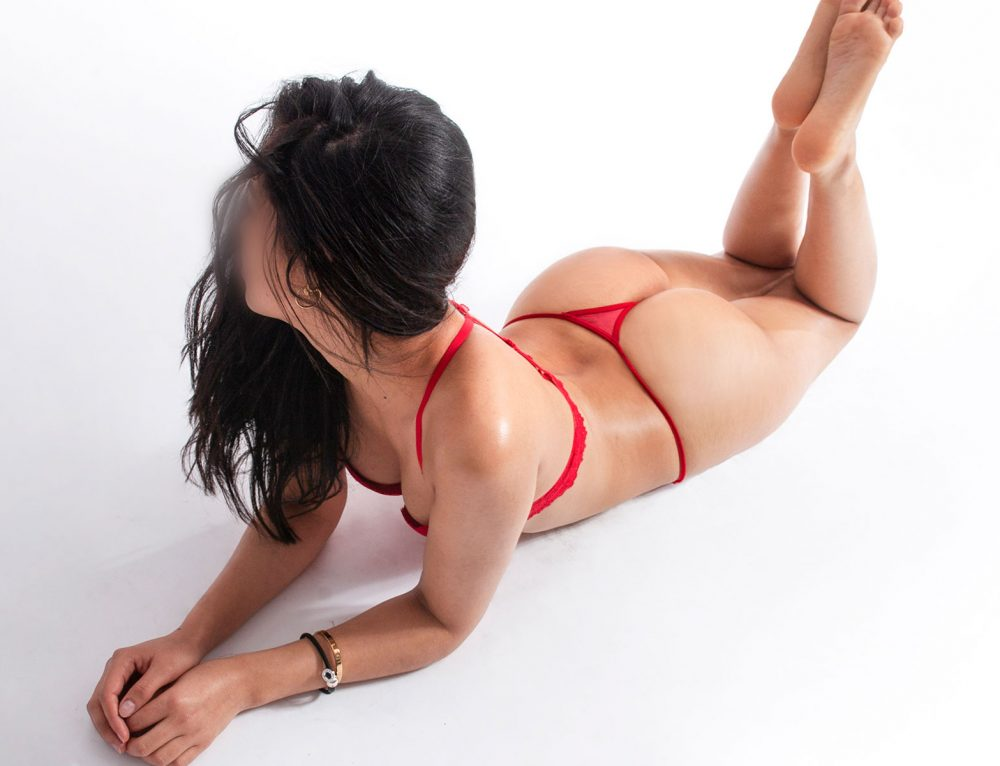 Paola – Erotic massage Barcelona
